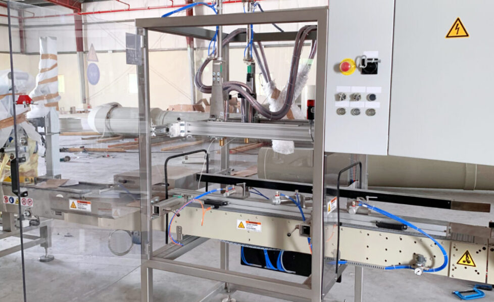 The High Rate Discharge machine performs electric tests that are essential to understand the performance of the battery in process.